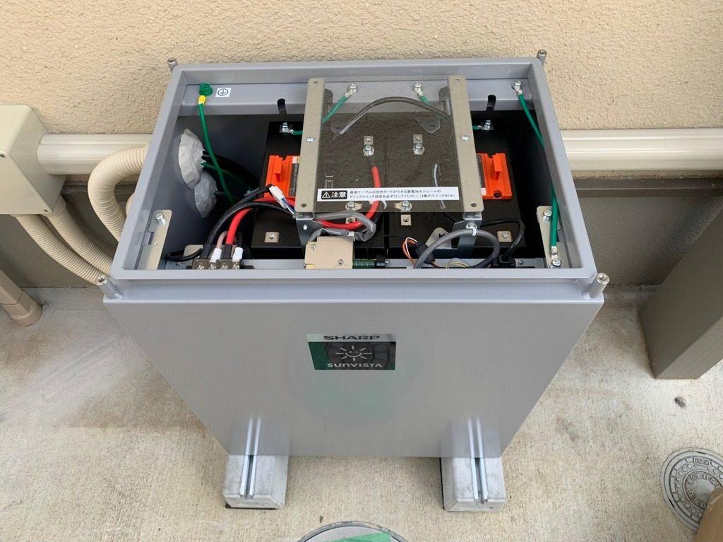 蓄電池の箱の中身