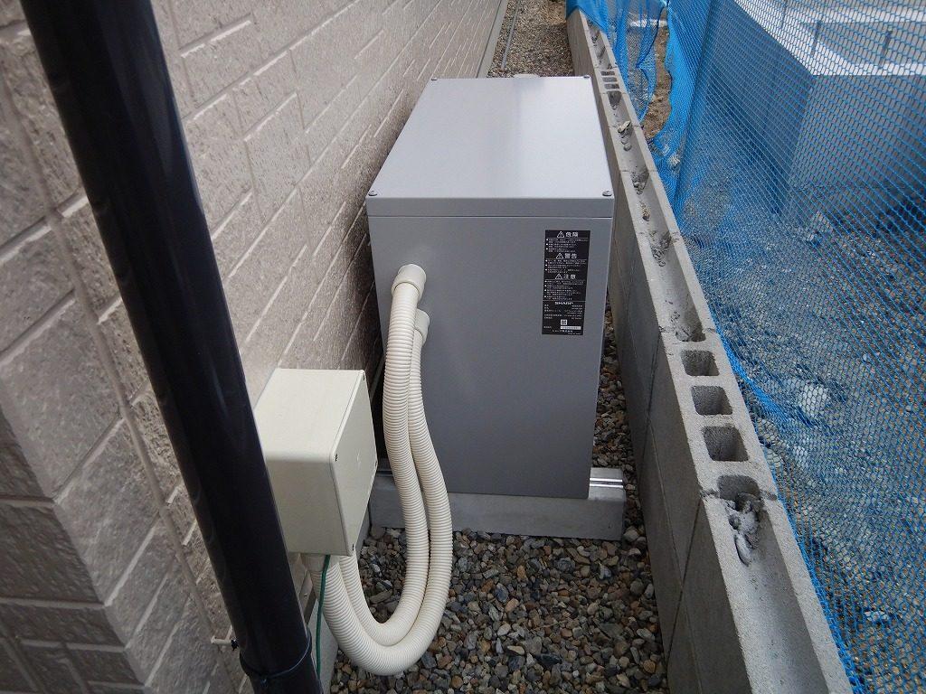 蓄電池は狭いスペースでも設置可能